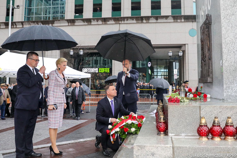 Prezydent Andrzej Duda złożył wieniec pod Pomnikiem Katyńskim