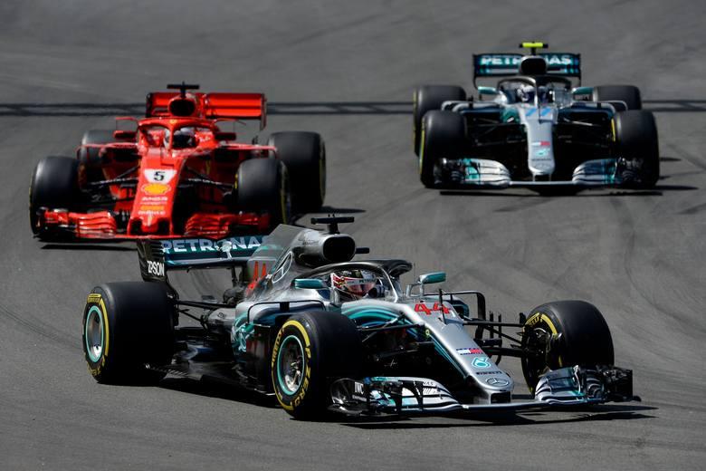 Formuła 1. Grand Prix Hiszpanii. Lewis Hamilton bez problemów na podium