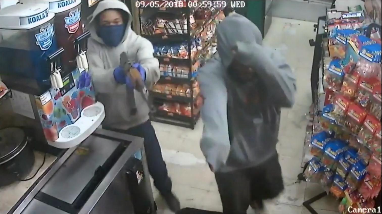 Z kałasznikowem weszli do sklepu w Miami. Policja poszukuje złodziei