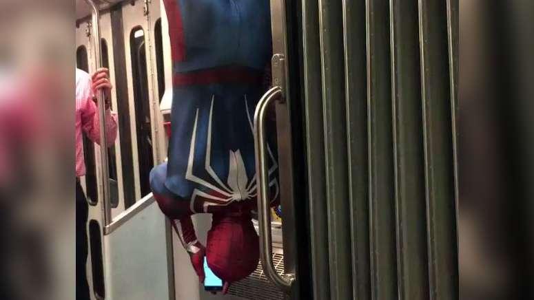 Spider-Man w pociągu metra w Bostonie (wideo)