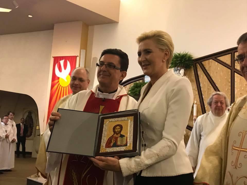 Pierwsza Dama RP wręczyła dyplomy polonijnym maturzystom