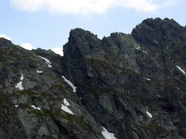 Tatry. Szlak ze Świnicy na Zawrat zamknięty. Zasypały go skały