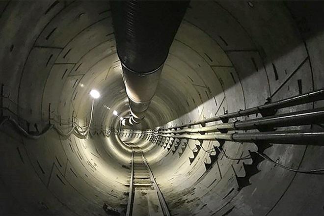 Firma Elona Muska kończy budować tunel pod Los Angeles (FILM)