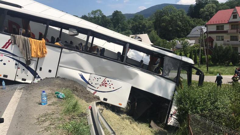 Wypadek autobusu na zakopiance:  4 osoby zostały ciężko ranne, a 16 lekko [AKTUALIZACJA]