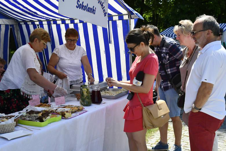 V Dzikowski Festiwal Nalewek w Tarnobrzegu : Panie z kół gospodyń wiejskich będą musiały same wypić wytworzone przez siebie nalewki….