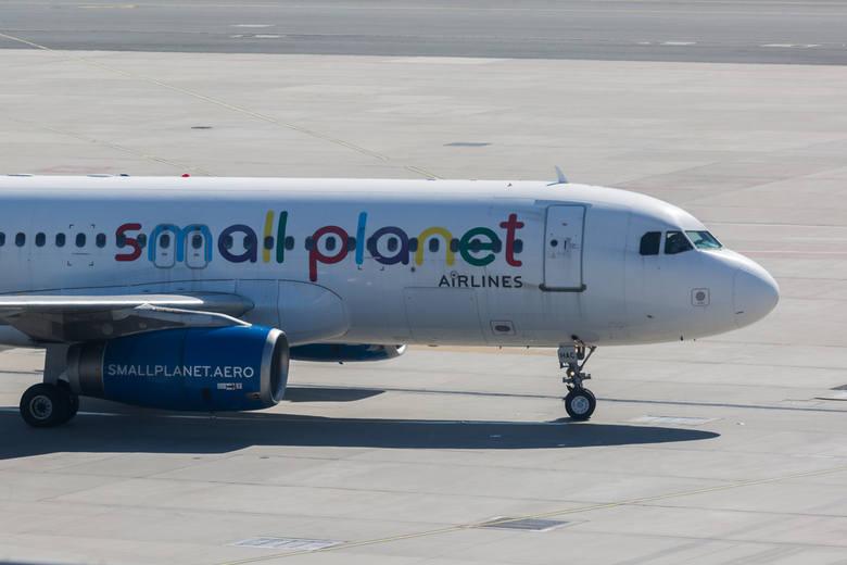 Skandal na lotnisku w Pyrzowicach: Uziemione samoloty Small Planet. 400 pasażerów dwa dni czekało na rejsy na Korfu i Majorkę