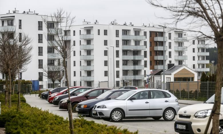 Czy mieszkania od dewelopera mogą być sprzedawane bez miejsc parkingowych?