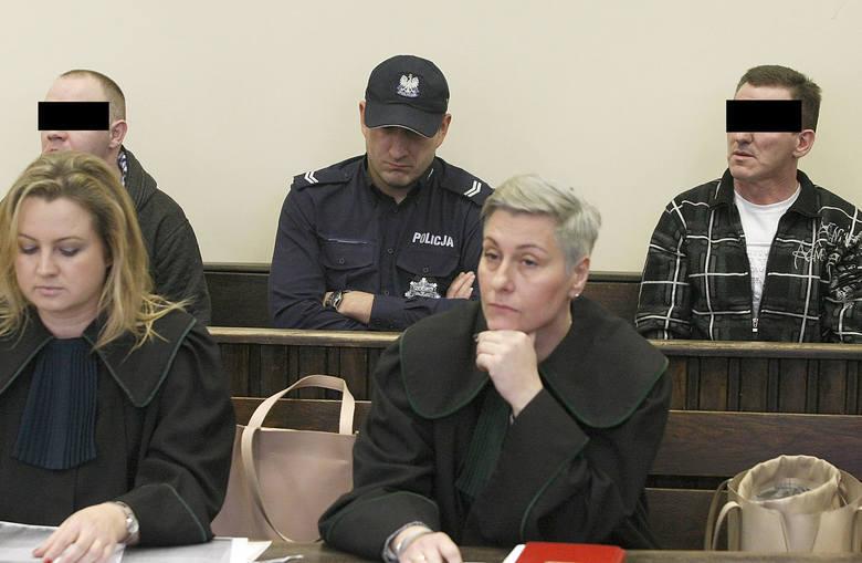 """Oblali benzyną i podpalili sąsiadkę w Aleksandrowie Łódzkim. Krzyczeli: """"Gińcie s…!"""". Sąd podtrzymał decyzję o dożywociu dla podpalaczy"""