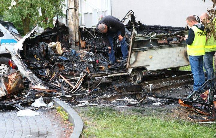 Dwaj mężczyźni żywcem spłonęli w pożarze przyczepy kempingowej w Stalowej Woli