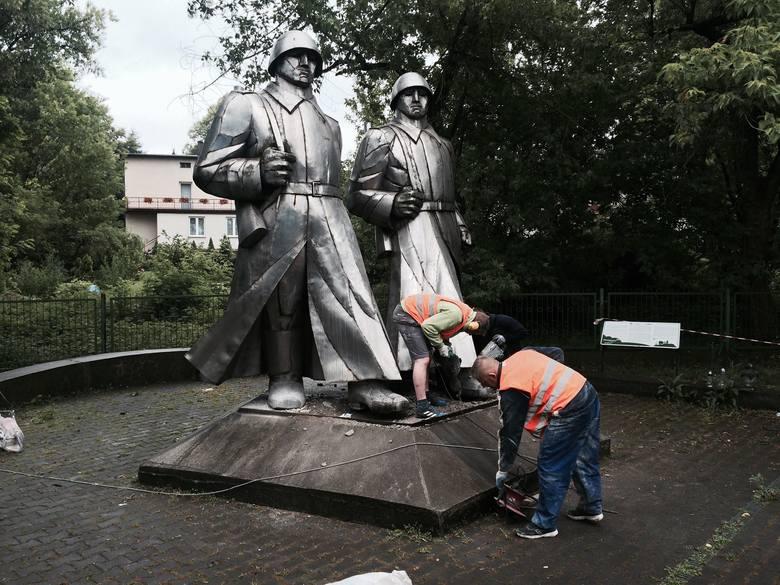 Instytut Pamięci Narodowej podjął drugą próbę usunięcia pomnika żołnierzy Armii Czerwonej w Dąbrowie Górniczej  [FOTO]