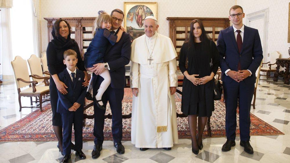 Watykan: Audiencja premiera Morawieckiego u papieża. Franciszek dostał koszulkę…