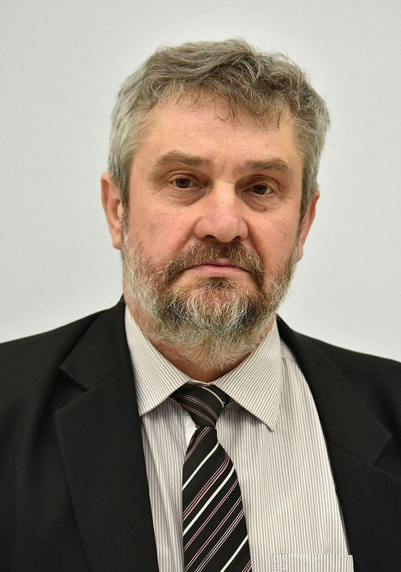 PO domaga się dymisji ministra rolnictwa Jana Krzysztofa Ardanowskiego. Chodzi o proceder uboju i przerabiania na mięso chorych i padłych krów