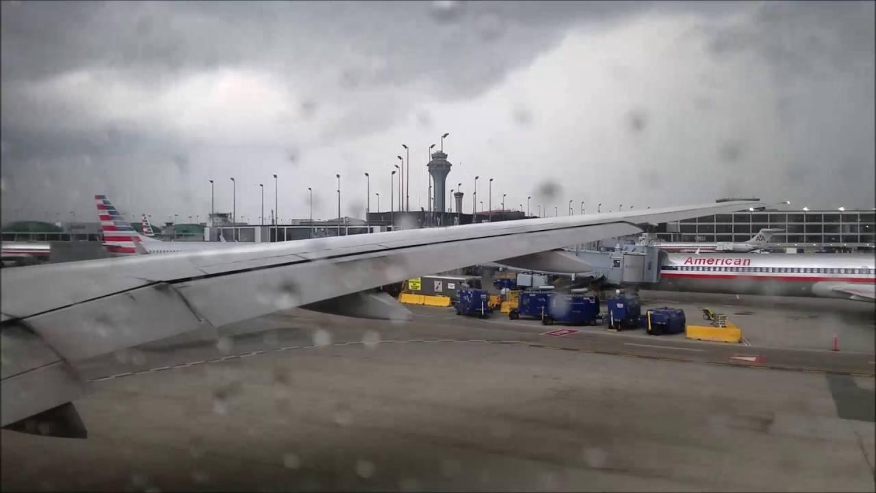 Burze i deszcz powodem utrudnień w ruchu na chicagowskich lotniskach