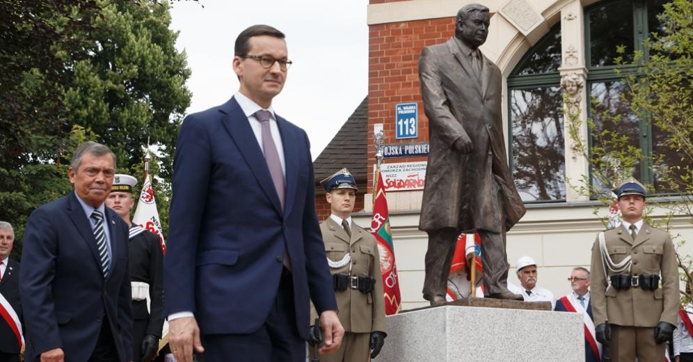 Odsłonięto pomnik prezydenta L. Kaczyńskiego w Szczecinie