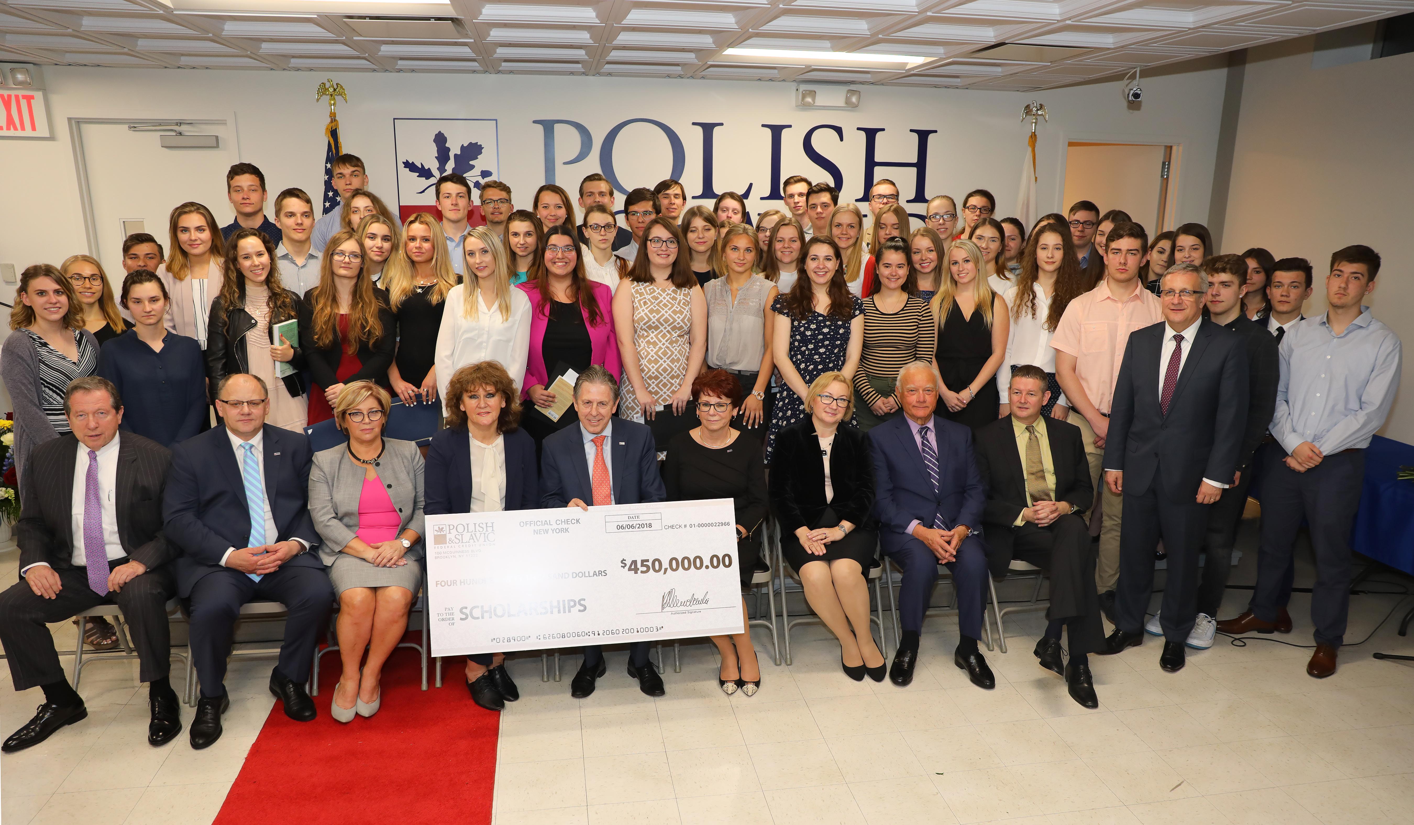 388 stypendiów o łącznej kwocie prawie pół miliona dolarów przyznała Polsko Słowiańska Federalna Unia Kredytowa