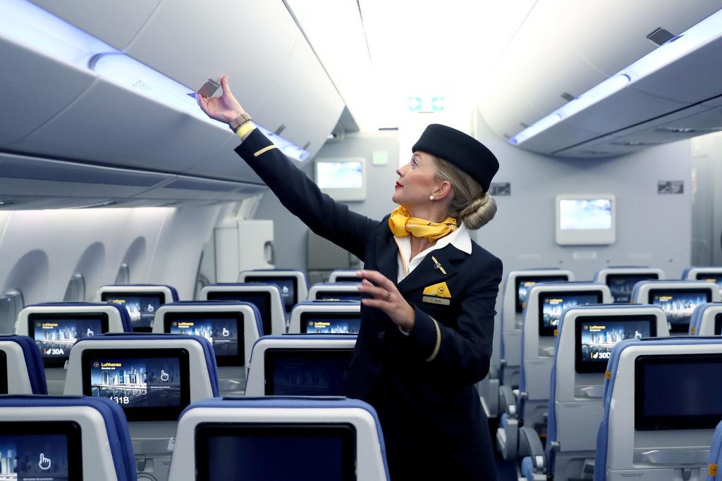 Stewardesy są bardziej narażone na choroby nowotworowe piersi i tarczycy