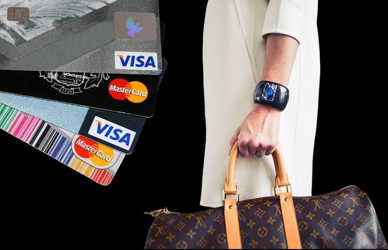Ile i gdzie prezydent i wiceprezydenci Łodzi płacili służbowymi kartami płatniczymi/kredytowymi?