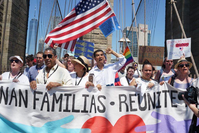 Protesty przeciwko rozdzielaniu rodzin nielegalnych imigrantów