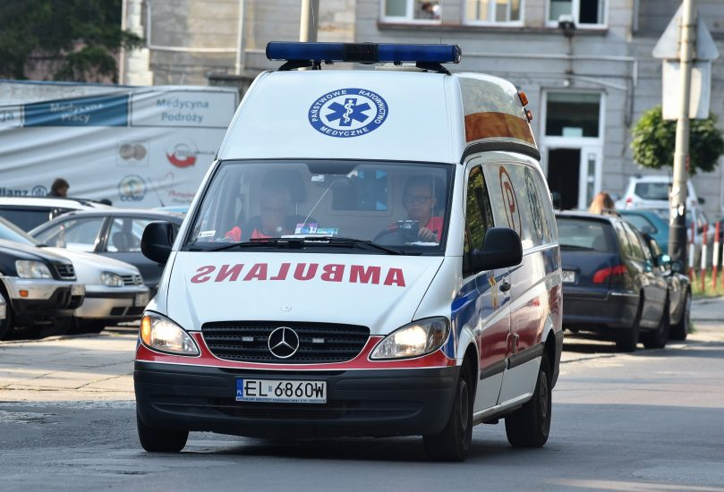 ijany pacjent zaatakował nożem łódzkich ratowników medycznych, gdy chcieli udzielić mu pomocy
