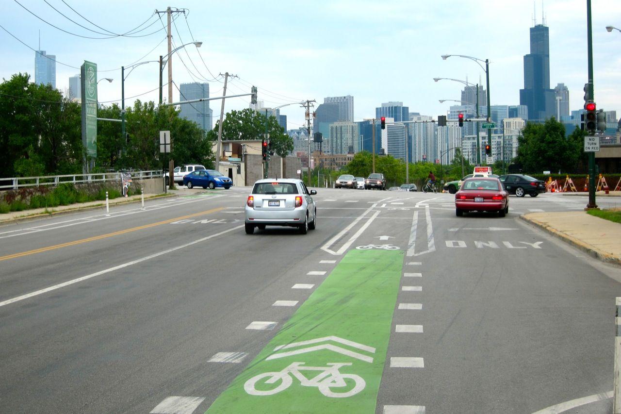 Chicago ma nowy sposób na walkę z kierowcami blokującymi ścieżki rowerowe