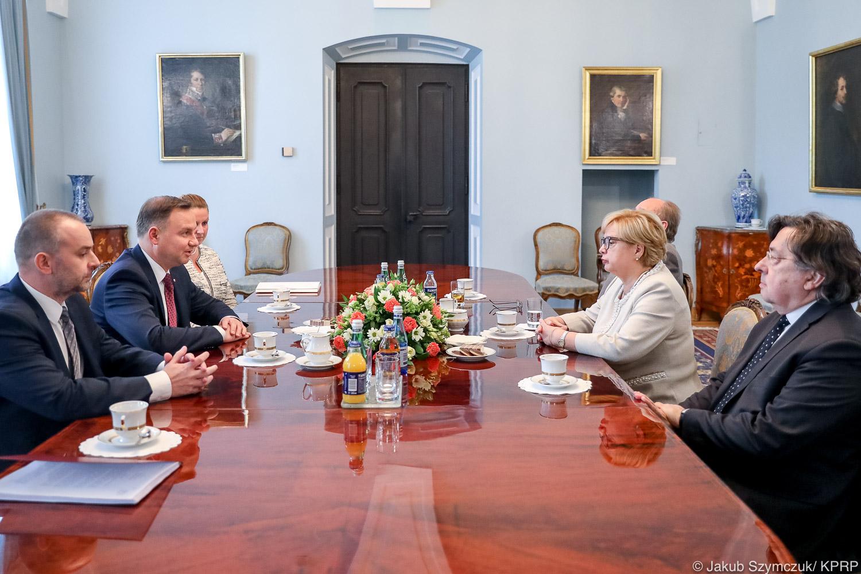 Prezydent spotkał się z I prezes Sądu Najwyższego. Poinformował ją, iż przechodzi w stan spoczynku