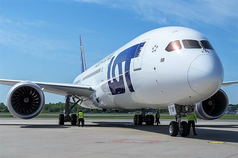 PLL LOT z zyskiem i większą liczbą pasażerów