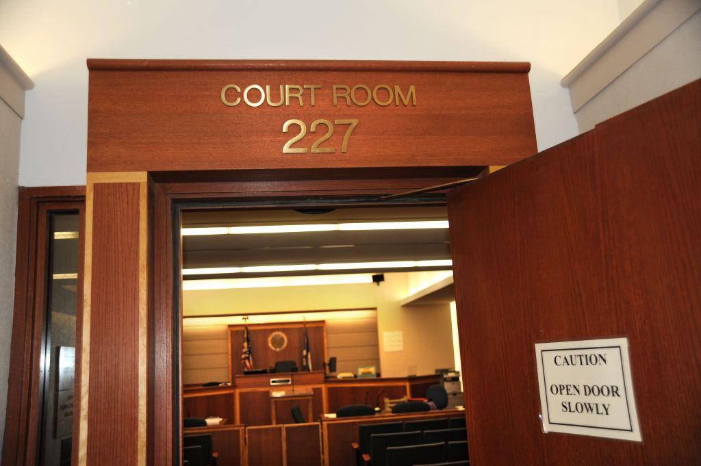 Mężczyzna zranił się nożem po odczytaniu werdyktu w sądzie w Bloomington