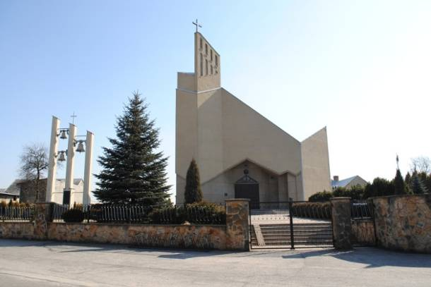 Śląsk: Ksiądz rzucił klątwę na mieszkańców Łobodna i wyjechał. Przyjechał biskup i…