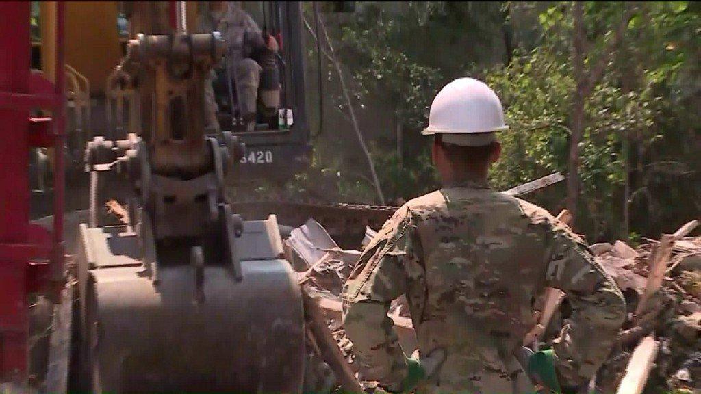 Gwardia Narodowa Indiany pomaga w burzeniu starych budynków w Gary