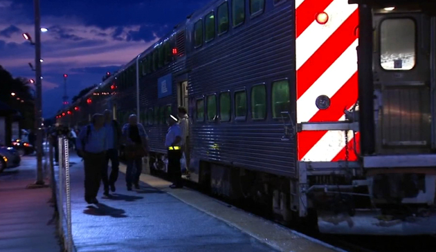 W poniedziałek wieczorem wstrzymano kursowanie pociągów Metry
