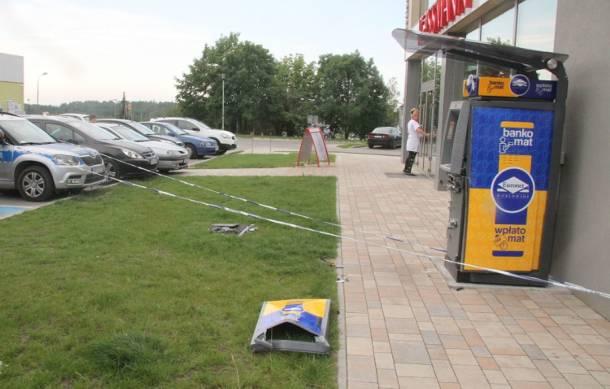 W Kielcach bankomat wysadzony w powietrze. Kasety z pieniędzmi pozostały nienaruszone [FOTO]