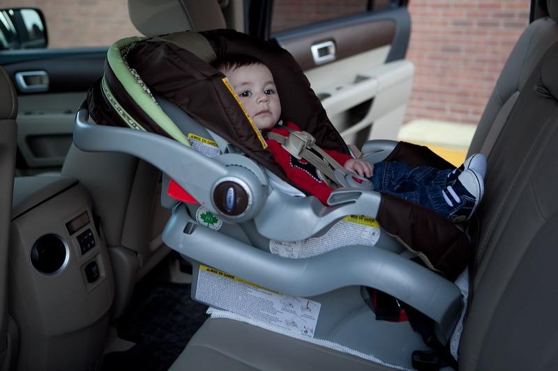 Dzieci do dwóch lat w Illinois muszą jeździć w fotelikach zamontowanych tyłem do kierunku jazdy