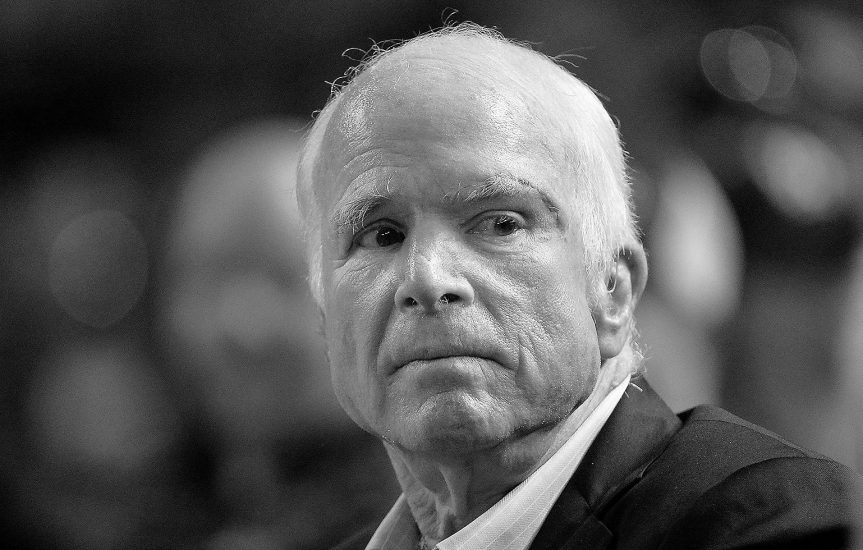 USA: Trumna z ciałem senatora J.McCaina wystawiona na stanowym Kapitolu w Arizonie