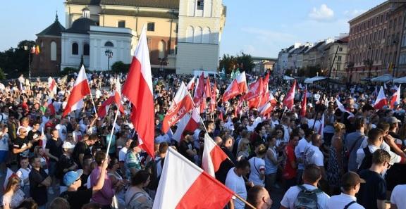 Marsz Powstania Warszawskiego rozwiązany przez urzędników Gronkiewicz-Waltz. Prowokacja?!