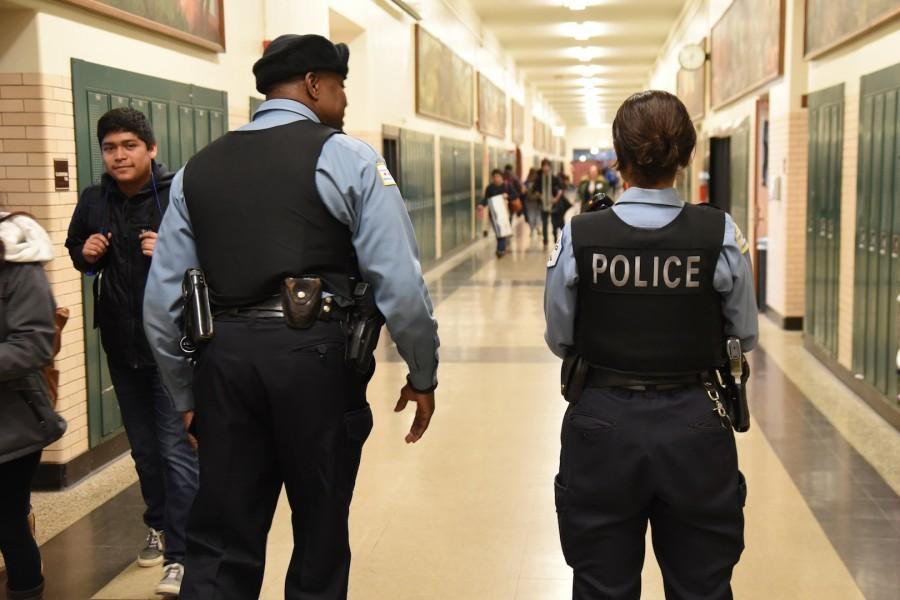 Gubernator Illinois podpisał ustawę o dodatkowym szkoleniu policjantów