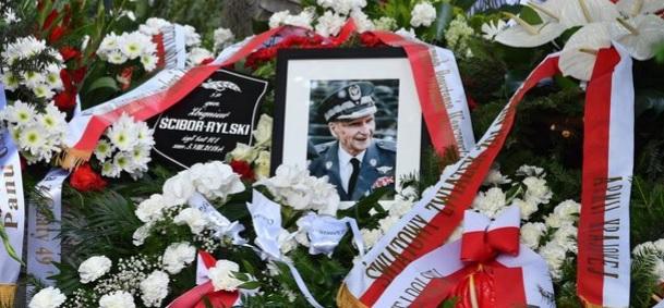 Rodzina, przyjaciele, przedstawiciele władz i warszawiacy pożegnali generała Zbigniewa Ścibora- Rylskiego