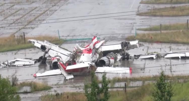 W Smoleńsku polscy prokuratorzy prowadzą oględziny wraku Tu-154M. Co konkretnie badają?