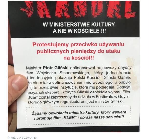"""Bojkot """"Kleru"""" pod kościołem. Warszawiacy nawołują do odwołania ministra"""