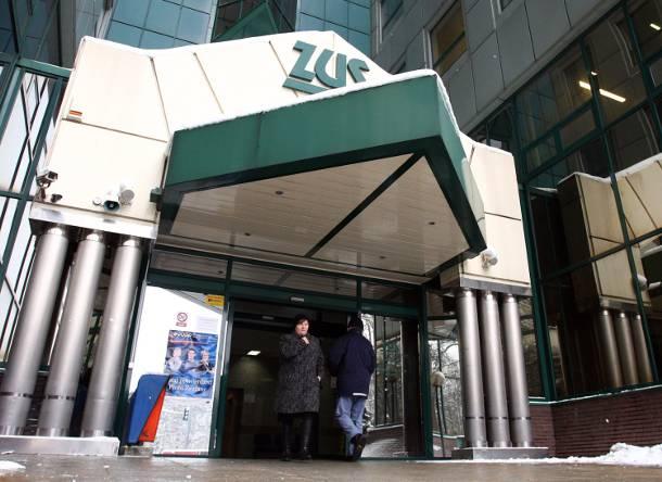 Szczecin: Pracownica ZUS przelewała sobie pieniądze z rent i emerytur