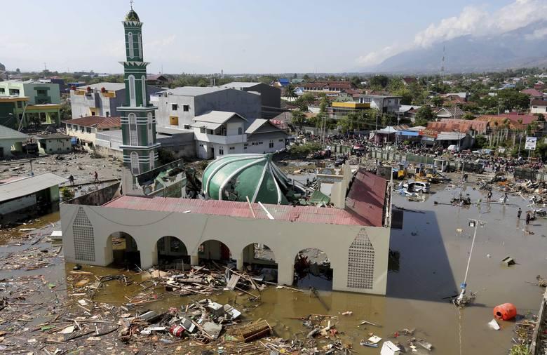 Rośnie liczba ofiar tsunami w Palu. Trwa akcja ratunkowa