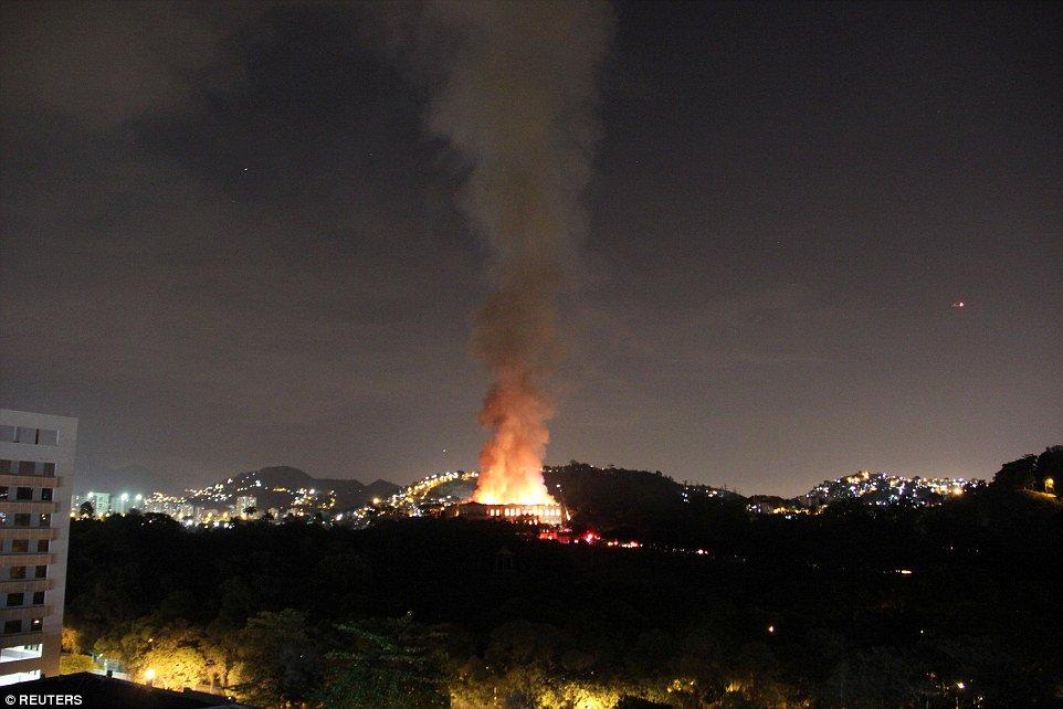 Muzeum Narodowe Brazylii w Rio de Janeiro strawione przez ogień