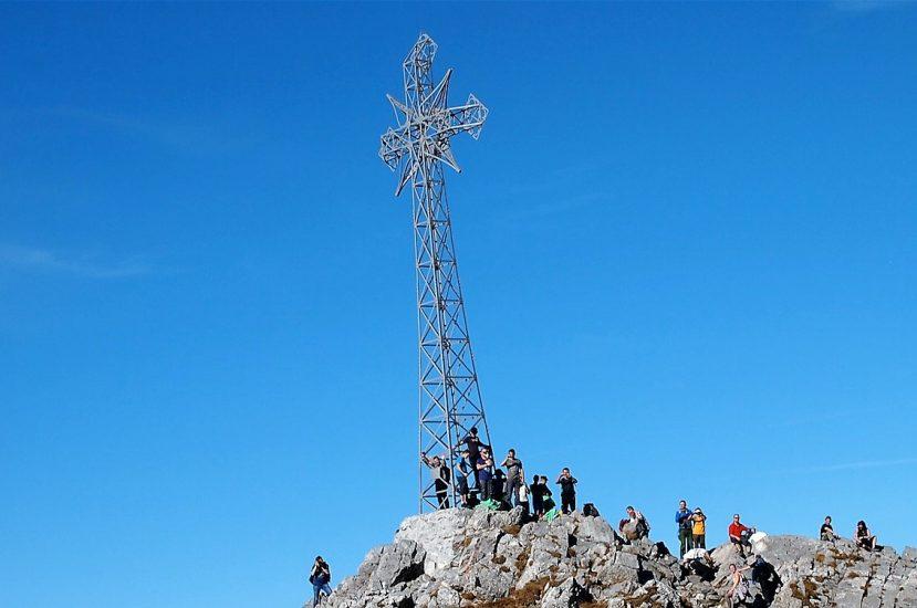 Ofiary śmiertelne burzy w Tatrach. Akcja ratunkowa trwa między innymi na Giewoncie