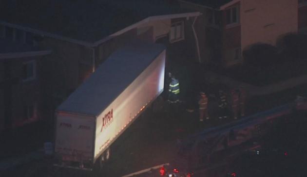 Ciężarówka wjechała w budynek mieszkalny w Lansing