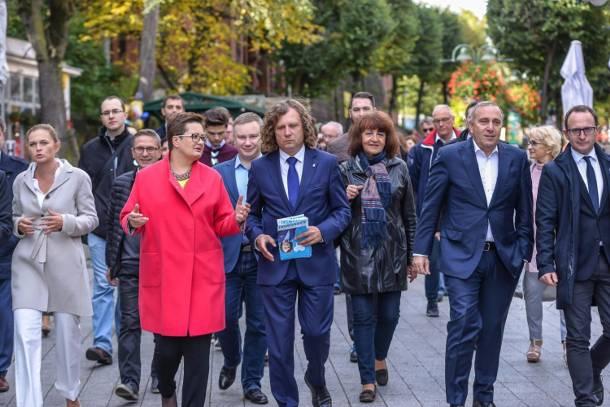 Koalicja Obywatelska w Sopocie: Spacer Jacka Karnowskiego ze Schetyną, Lubnauer i Nowacką