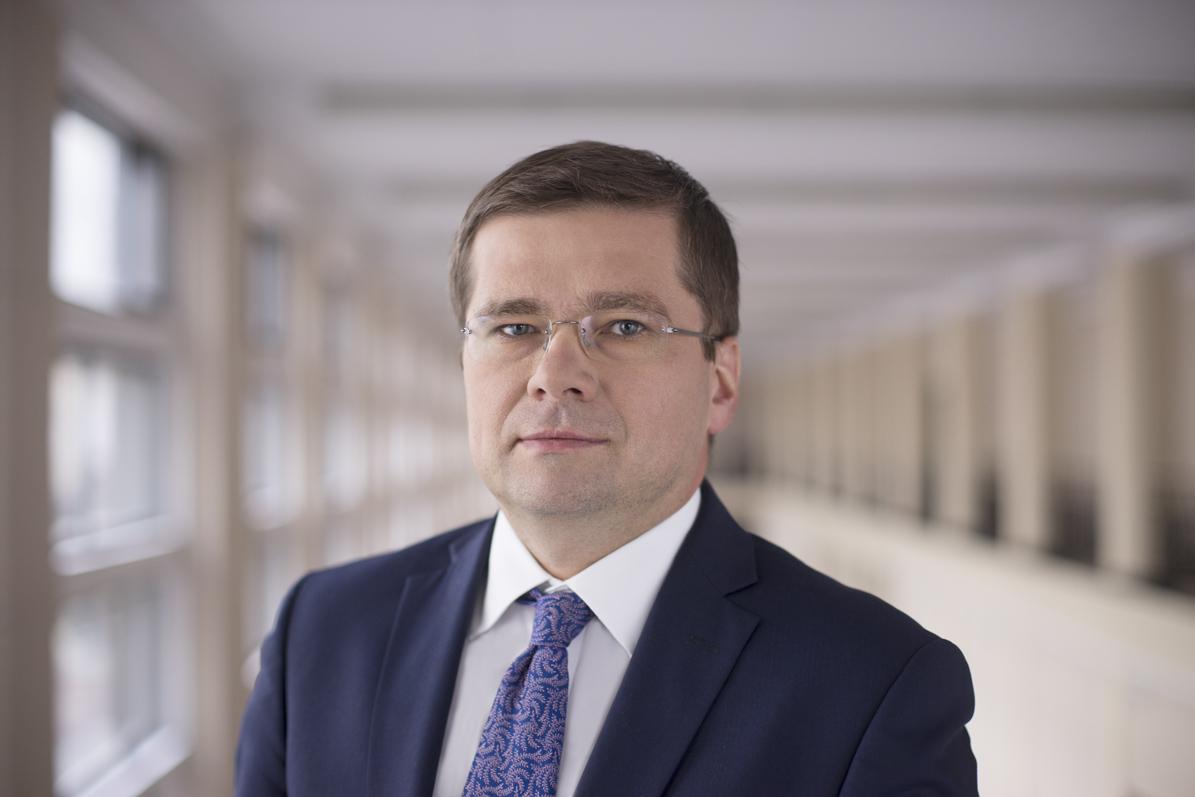 """""""Minister zagalopował się…"""" Morawiecki potwierdził, że jest dymisja wiceministra inwestycji i rozwoju"""