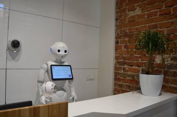 Robot humanoidalny Pepper wita klientów firmy Weegree w Opolu