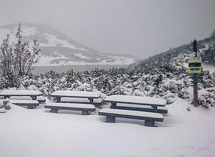 Zima przyszła do Małopolski. W Tatrach już biało
