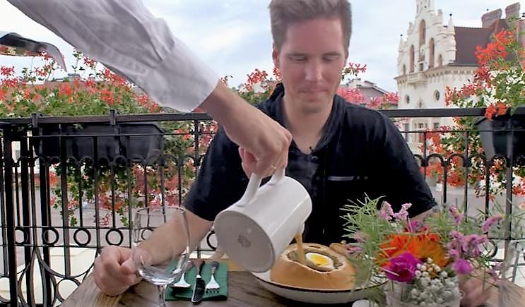 Amerykanin zachwycony polskim żurkiem w Rzeszowie. Co jeszcze testował youtuber Ryan Socash?