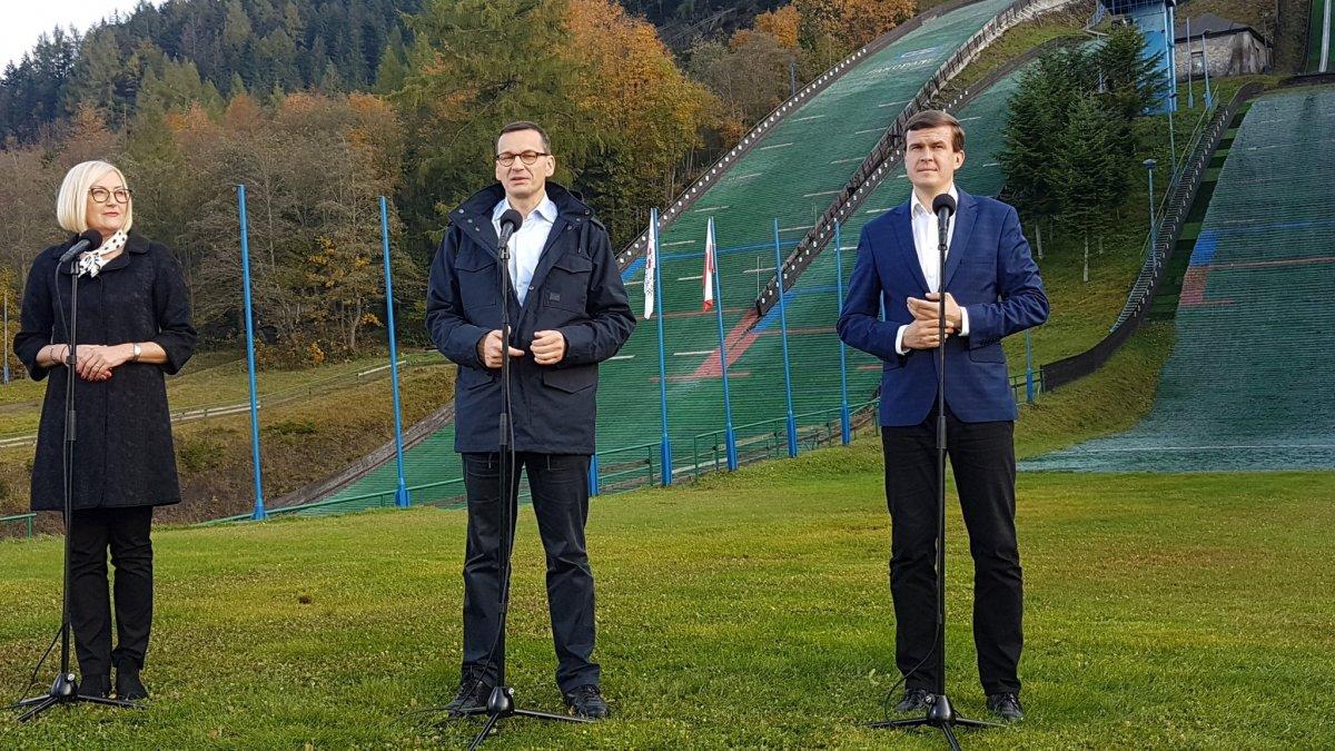 Minister Bańka na konferencji prasowej pod zakopiańskimi skoczniami przedstawił plan rozbudowy skoczni