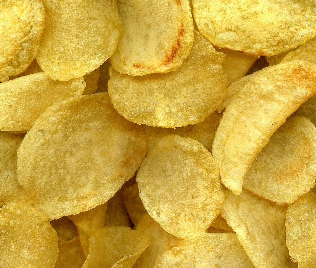 Podwójna jakość żywności: Dostępne w Polsce chipsy tej samej marki były smażone na oleju palmowym, a dostępne w Niemczech – na oleju słonecznikowym